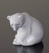 Lladro seated polar bear 8 cm