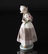 Lladro figurine Girl with Flowers, Height 26 cm