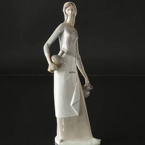 Lladro Nao figurine of woman with pottery | No. DG4279 | DPH Trading