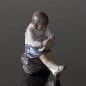Girl knitting Dahl Jensen figurine