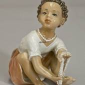 Dahl Jensen figurine Girl with pearls - The Pearl Seller no. 1353