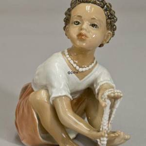 Dahl Jensen figurine Girl with pearls The Pearl Seller no. 1353 | No. DJ1353 | DPH Trading