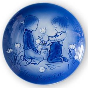 A surprise 1975, Desiree Mother's Day plate Svend Jensen of Denmark