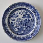 Plate with chinese decoration, blue on white - Willow Pattern