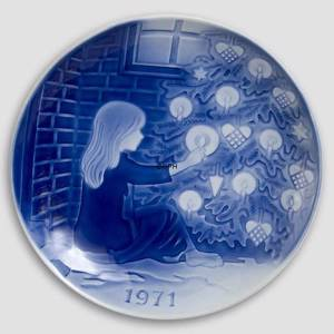 The Little Match Girl 1971 Desiree Hans Christian Andersen Christmas plate | Year 1971 | No. DX1971 | Alt. D710 | DPH Trading