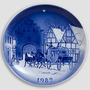 Twelve by the Mail-Coach 1982 Desiree Hans Christian Andersen Christmas plate | Year 1982 | No. DX1982 | Alt. D820 | DPH Trading