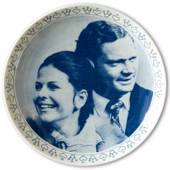 Elgporslin plate, engagement between King Carl Gustaf and Silvia