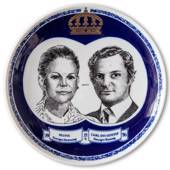 Elgporslin plate with Silvia and Carl Gustaf