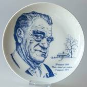 Elgporslin plate with Vilhelm Moberg in blue colour