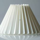 Pleated lamp shade of off white chintz fabric, sidelength 15cm