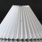 Pleated lamp shade of white pvc plastic, sidelength 15cm