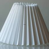Pleated lamp shade of white flax fabric sidelength 21cm to reading lamp - F...