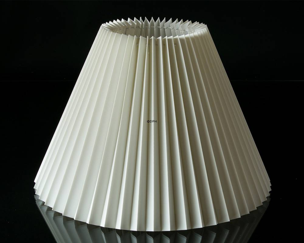 Pleated lamp shade of off white flax fabric 21cm to reading