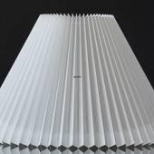 Pleated lamp shade of white pvc plastic, sidelength 25cm