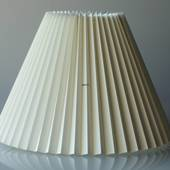 Pleated lamp shade of off white chintz fabric, sidelength 35cm