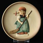 Hummel Little homemakers No. 1 Girl with Broom