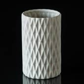 Vase with pattern in white porcelain
