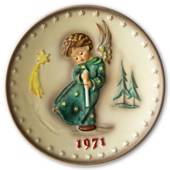 Hummel Year plate 1971 with boy with candle