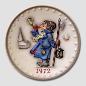 Hummel Year plate 1972 with boy blowing horn