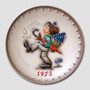 Hummel Annual plate 1973 with boy wandering with umbrella | Year 1973 | No. HA1973 | Alt. HÅ730 | DPH Trading