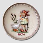 Hummel Year plate 1974 with girl with geese