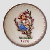 Hummel Year plate 1976 with girl in tree with bird