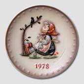 Hummel Year plate 1978 with girl knitting and singing with the birds