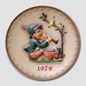 Hummel Year plate 1979 with boy play flute for a bird