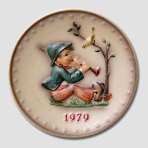 Hummel Annual plate 1979 with boy playing flute for a bird | Year 1979 | No. HA1979 | Alt. HÅ790 | DPH Trading