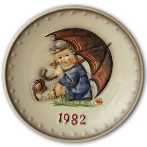 Hummel Annual Plate 1982 Girl under the cover of an umbrella | Year 1982 | No. HA1982 | Alt. HÅ820 | DPH Trading
