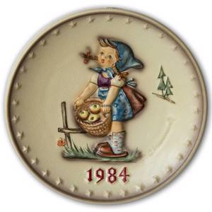 Hummel Annual plate with girl with basket of apples. | Year 1984 | No. HA1984 | Alt. HÅ840 | DPH Trading