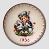 Hummel Year plate 1986 with boy with bunnies