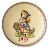 Hummel Annual plate 1987 Girl feeding chickens