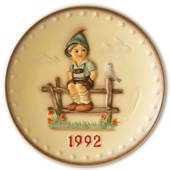 Hummel Annual plate 1992 Boy waiting