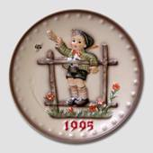 Hummel Year plate 1995 with boy waving goodbye
