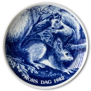 1982 Hansa Mother's Day plate, squirrel