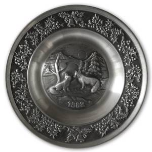 1982 Måstad Pewter Christmas plate, Foxes