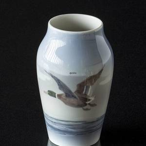 Vase with Flying Duck above the waves, Royal Copenhagen No. 1087-88-6 | No. R1087-88-6 | Alt. r1087-88b | DPH Trading
