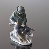 Hunter with Dog loading his shotgun, Royal Copenhagen figurine no. 1021084 ...