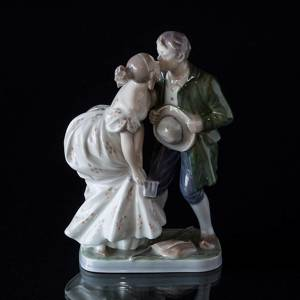 The Princess and the Swineherd Kissing, Royal Copenhagen figurine No. 1114 | No. R1114 | DPH Trading
