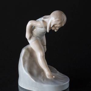 Bathing girl, The water is so cold, Royal Copenhagen figurine No. 1229 | No. R1229 | DPH Trading