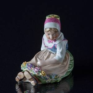 Sealand Girl with Garland, Royal Copenhagen figurine no 12418 | No. R12418-O | Alt. r12418 | DPH Trading
