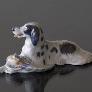 Setter having apported a pheasant, Royal Copenhagen dog figurine No. 1533 | No. R1533 | DPH Trading