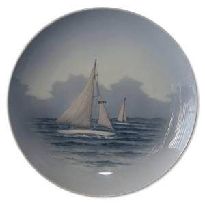 Plate with two sailboats, Royal Copenhagen No. 2711-1125 | No. R2711-1125 | DPH Trading