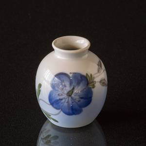 Vase with cranesbill, Royal Copenhagen | No. R2800-1259 | Alt. 1800737 | DPH Trading