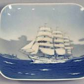 Bowl with the Trainingship Denmark, Royal Copenhagen no. 1024374 / 3467