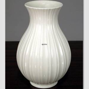 White fluted vase, produceret by Royal Copenhagen | No. R3487 | DPH Trading
