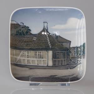 Bowl with Hans Christian Andersens House in Odense, Royal Copenhagen No. 3605 | No. R3605 | DPH Trading