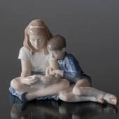 Girl and Boy sitting, Royal Copenhagen figurine No. 4670