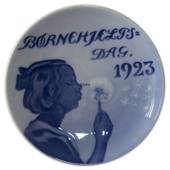 1923 Royal Copenhagen, Child Welfare Day plate